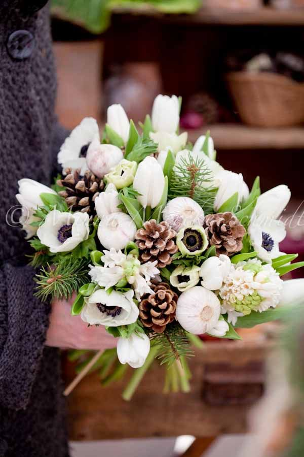 Winter bouquets allow for much more creativity. #pinecones