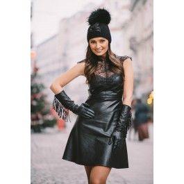 Rochia neagra din piele ecologica si bust din dantela este un must-have in garderoba oricarei fashioniste. Usor de purtat si de accesorizat, iti va oferi un look sexy dar foarte stilat!
