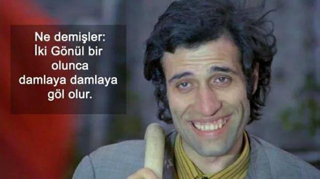 Her sahnesini ezbere bilsek de filmlerini izlemekten bıkmadığımız ve esprileriyle bize hala kahkaha attıran Kemal Sunal'a beslediğimiz sevgi.
