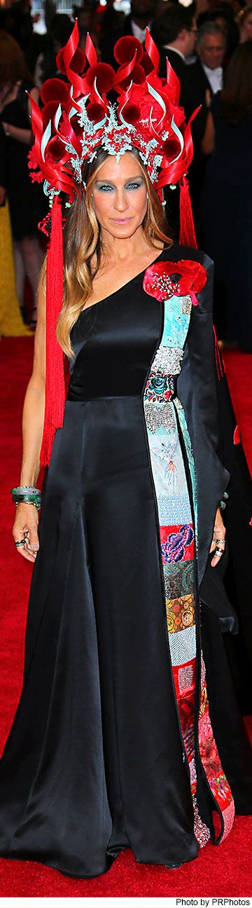 Sarah Jessica Parker wearing Philip Treacy headdress, custom H&M dress, Cindy Chao Winter Branch Brooch, Fred Leighton diamond drop earrings and custom Jennifer Fisher Jade cuffs.