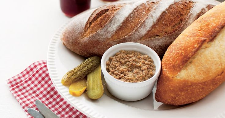 Une recette de cretons de porc, délicieuse en pique-nique ou au brunch, présentée par Caroline McCann.