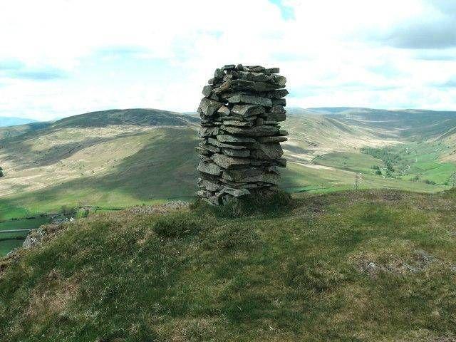Stone cain on top of Ashstead Fell