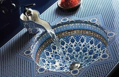 WOW....great sink in the perfect blue bathroom