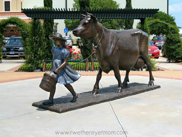 Blue Bell Creameries ~ Brenham, TX Fort Worth Zoo ~ Ft. Worth, TX #FamilyTravel Fun Things to do in #Texas #IceCream