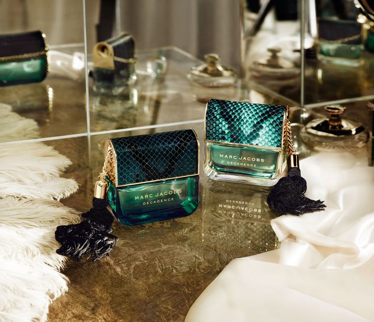 Introducing Marc Jacobs Divine Decadence, a sensual sparkling effervescent fragrance with top notes of orange blossom and champagne.