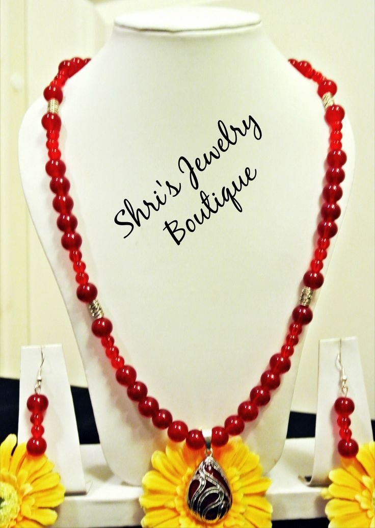 Glamorous and stunning in red glass bead necklace Code : N14 Price : 130 KR