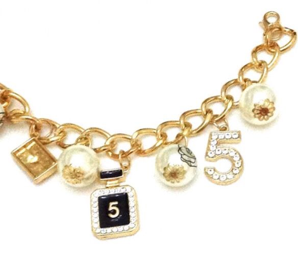 gold bracelet with charms - bracciali color oro con ciondoli € 12,00 www.canwink.com