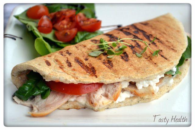 """Tasty Health: Favvolunchen just nu: Grillad kyckling""""panini"""" med grönsaker och keso"""