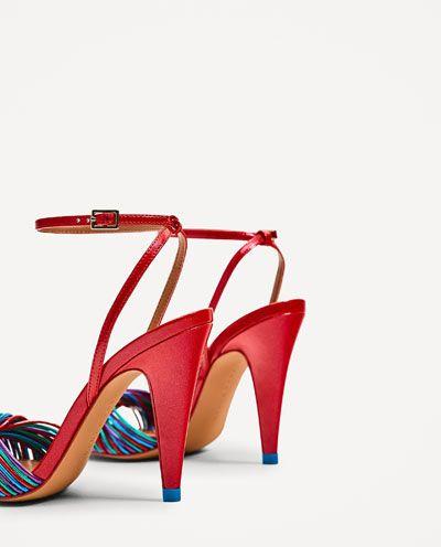 изображение 4 из САНДАЛИИ С РЕМЕШКАМИ РАЗНЫХ ЦВЕТОВ от Zara