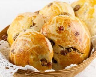 Petit pain au lait aux raisins secs à moins de 100 calories