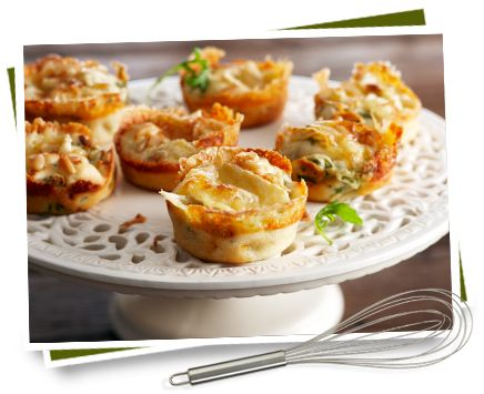 Boerenbrie muffins met rucola en pijnboompitten    Bekijk het recept: http://www.kaas.nl/kaas-recepten/boerenbrie-muffins-met-rucola-en-pijnboompitten