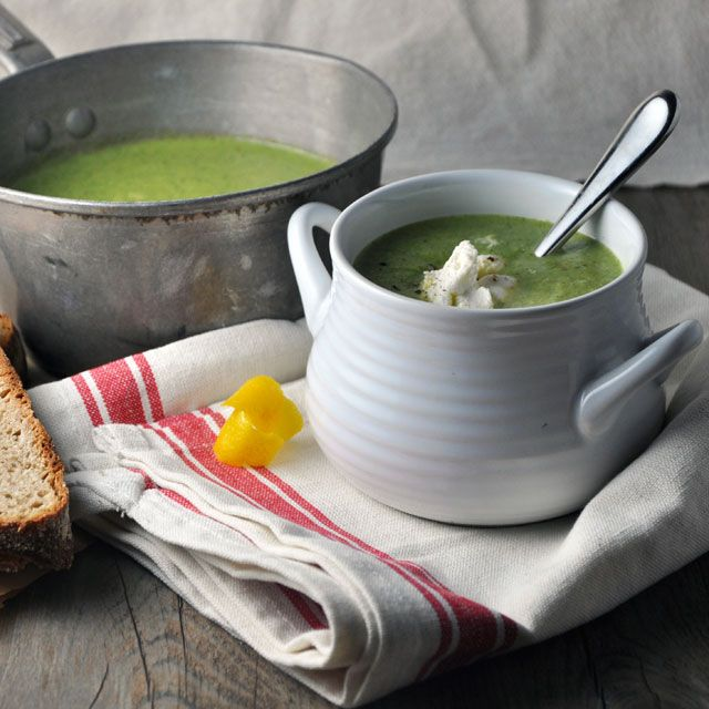 Broccoli Soup with Lemon and Ricotta (vegetarian, adapted from Donna Hay). Creamy, dreamy, warm goodness.