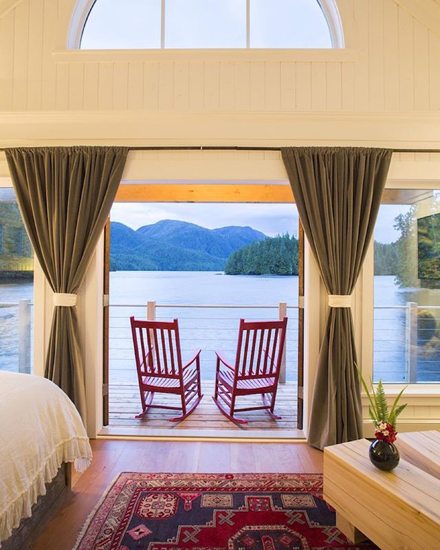 Wilderness and luxury united! Who would you choose to share this view and those chairs with?  Photo: @jeremykoreski