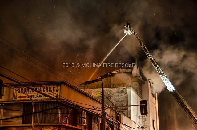 FEATURED POST   @molinafirerescue - FOTO DESTACADAM-5 @bombaquinta desplegada en 3ra Alarma de incendio que afecto y destruyo completamente a local comercial nocturno . . ___Want to be featured? _____ Use #chiefmiller in your post ... http://ift.tt/2aftxS9 . . CHECK OUT! Facebook- chiefmiller1 Periscope -chief_miller Tumblr- chief-miller Twitter - chief_miller YouTube- chief miller . . #firefighter #firefighterposts #firefighterowned #firefightergirl #firefighters #firefighterheros…