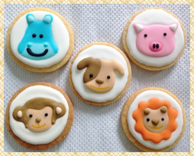 Animals icing cookies..