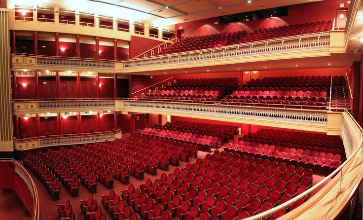 Teatro Bretón de los Herreros, Logroño. Inaugurado en 1880. Reinaugurado por la reina Sofía en 1990.