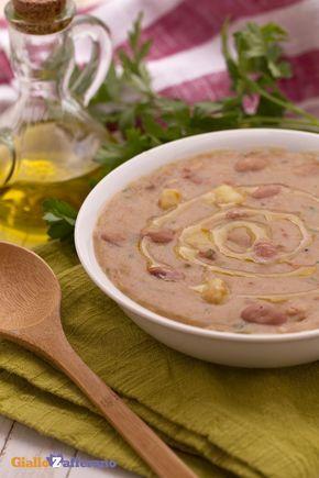 La zuppa di patate e borlotti (bean and potato soup) è un primo piatto rustico, gustoso e molto nutriente...l'ideale per le fredde giornate! #ricetta #GialloZafferano #italianfood #italianrecipe