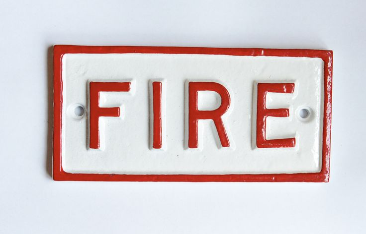 A solid cast aluminium Fire sign taken from an original railway platform pattern. This fire sign will make a great addition to a railway enthusiasts memorabilia collection. Ideal for a man shed or garage too.