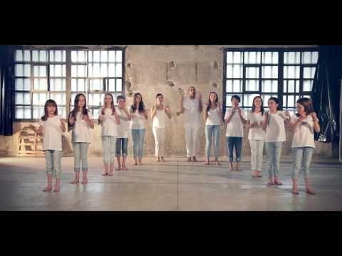 """Coreografía de body percussion de la canción """"Your tribe speaks English"""", la campaña del curso 2015-16 de Kids&Us. Coreografia de body percussion de la cançó..."""