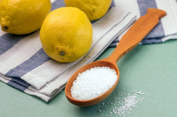 Zitronensäure ist ein wahrer Alleskönner im Haushalt – im Bad und in der Küche