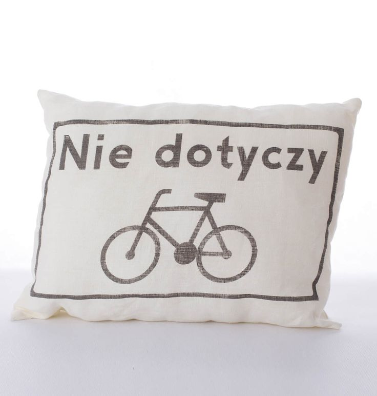 """Lniana poduszka rowerzysty """"Nie dotyczy"""" – kolor kremowy. Wymiary: ok 38x50cm. Ręcznie wykonane. Materiał: 100% len."""
