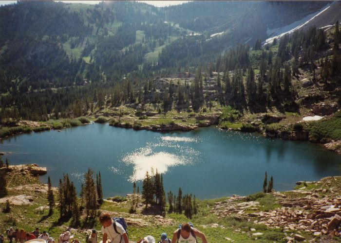 12 Incredible Hikes Under 5 Miles Everyone In Utah Should Take  Utah offers literally hundreds of hiking trails; it would be impossible to list all the best ones! This list features only 12 of Utah's amazing hikes – and each is less than 5 miles round-trip. Some are easy, others are more strenuous, all include some beautiful scenery.
