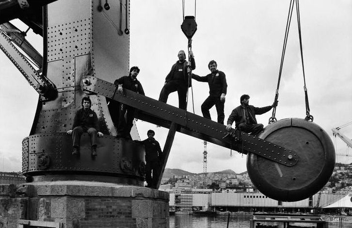 Lavoratori al porto di Genova, 1988, © Gianni Berengo Gardin/Contrasto