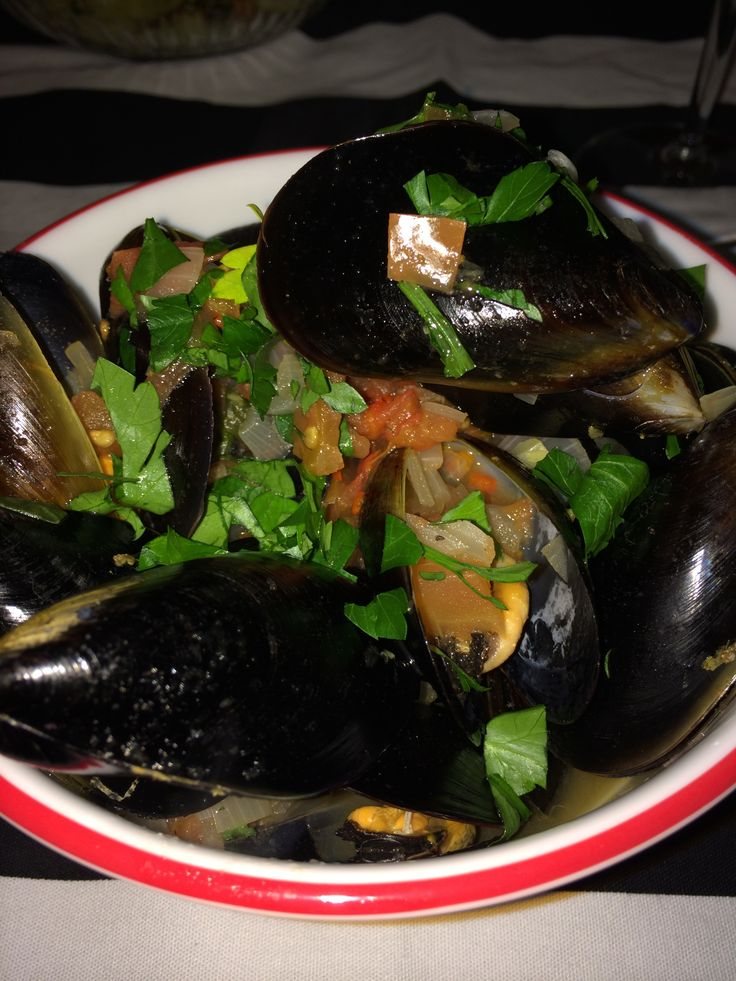 #homemade #mussels - super easy #dinner recipe - sautée a shallot add white #wine pop in mussels for a few minutes to #steam then toss in chopped #parsley and serve with crusty #bread or #fries and #aioli