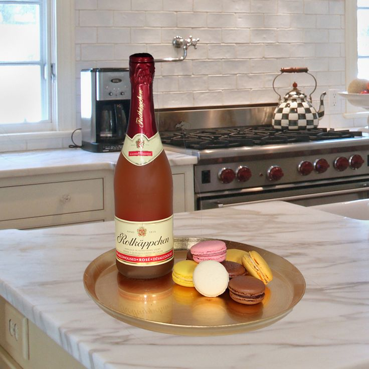 The best way to celebrate #MacaroonDay in Toronto today is with The Real Bubbly. #SavourTheBubbly and your macaroons!