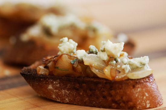 Caramelized Onion and Blue Cheese Crostini - gotta try this. I am a ...