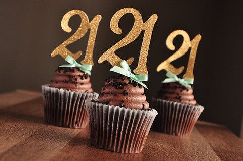 These toppers are just gorgeous!  I NEED these for my 21st birthday!