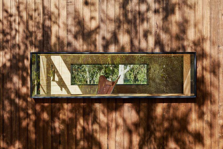 Окна с обоих сторон дома создают ощущение прозрачности.  (современный,минимализм,архитектура,дизайн,экстерьер,интерьер,дизайн интерьера,мебель,маленький дом,фасад) .