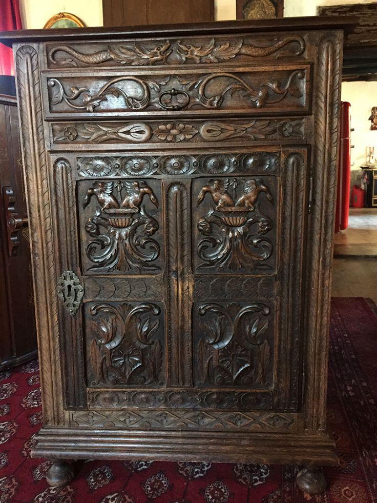 ancien meuble d 39 appui richement sculpt est en vente sur notre brocante en ligne par le chat. Black Bedroom Furniture Sets. Home Design Ideas