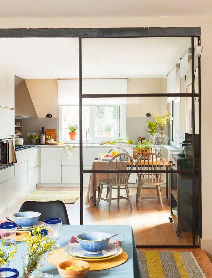 Pequenas mudanças que fizeram a casa mais brilhante. Na Espanha. Designer: Martha Prats.  Fotografia: Ferran Freixa / El Mueble.