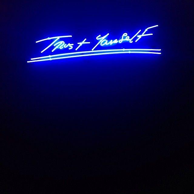Neon artwork | Trust Yourself | Tracey Emin | http://www.widewalls.ch/artist/tracey-emin/
