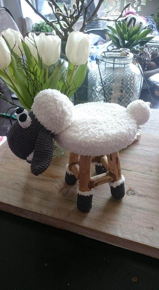 Maak van een decoratie krukje van de Action een Shaun schaapje... plus nog meer…