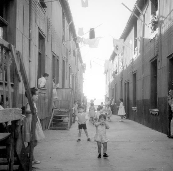 Conventillo en el Cerro Barón, 1952