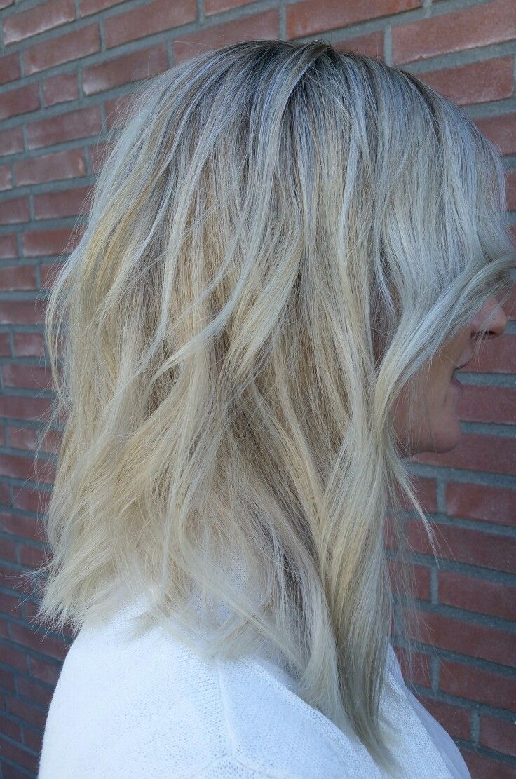 Beautiful sandblonde lob.  Made by @trulyjessy -》 salon du trezo