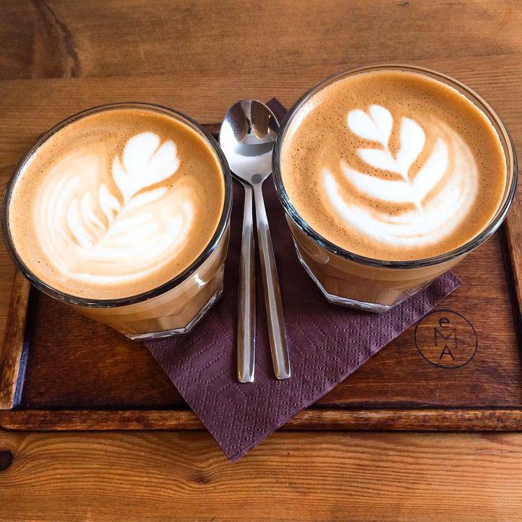 Vzpominka na rano•EMA👈•flat white☕️•Tom❤️•pro kafe cokoliv•treba vstat o hodinu driv🙂! #prague #praha #emaespressobar #flatwhite #tasteactually #tasteofcoffee #morningcoffee #ilovecoffee #coffee #kafe #foodblog #foodblogger #czechfoodblogger #milujukafe #kavarenskypovalec