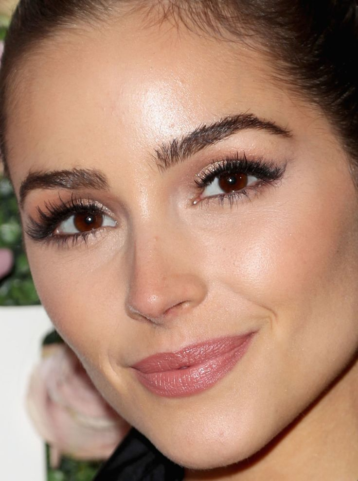 Close-up of Olivia Culpo's skin.