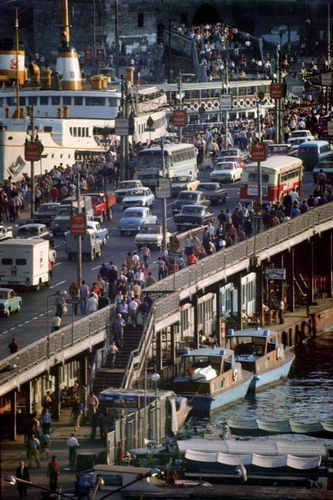 Galata Köprüsü (1970'li yılların sonu. Ara Güler) #istanbul http://t.co/lFMk4CH5Fk