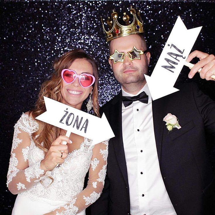Paulina, Marcin i nasze nowe drewniane gadżety! �� #justmarried �� #bride #groom #mąż #żona #couple #love #photobooth #wedding #loveandmarriage #fun #goodtime #shesaidyes #fotobudka #superbudka #party #happy #weselnyklimat #superbudkacom #ślub #wedding #wesele #poland #polska #family #wifey #king #queen #mrandmrs #młodapara #brideandgroom ���� http://gelinshop.com/ipost/1521706616889393706/?code=BUeMBsQDcIq