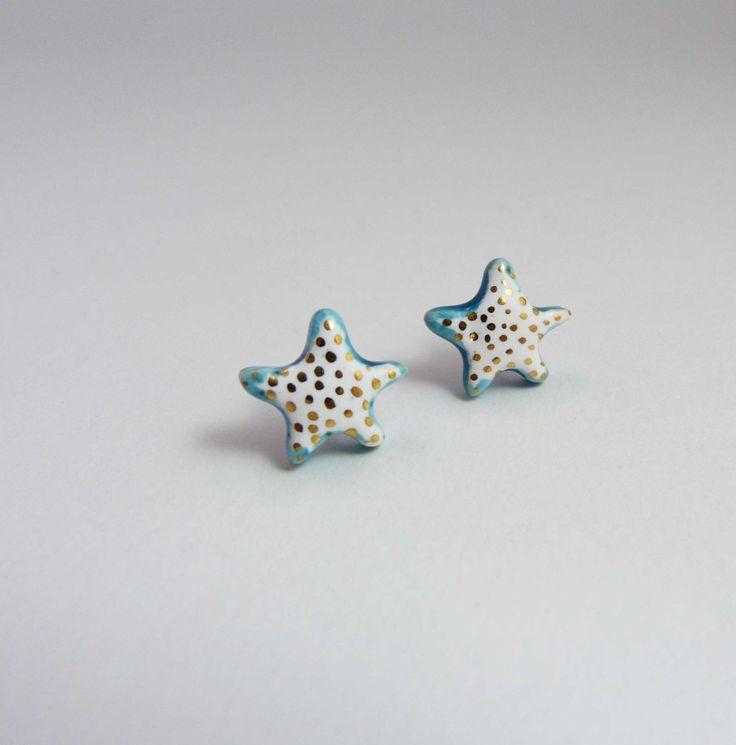 Ceramic earrings, white star with turquoise and gold. Boucles d'oreille céramique, puces étoile blanche et turquoise avec or. de la boutique Tanaart sur Etsy