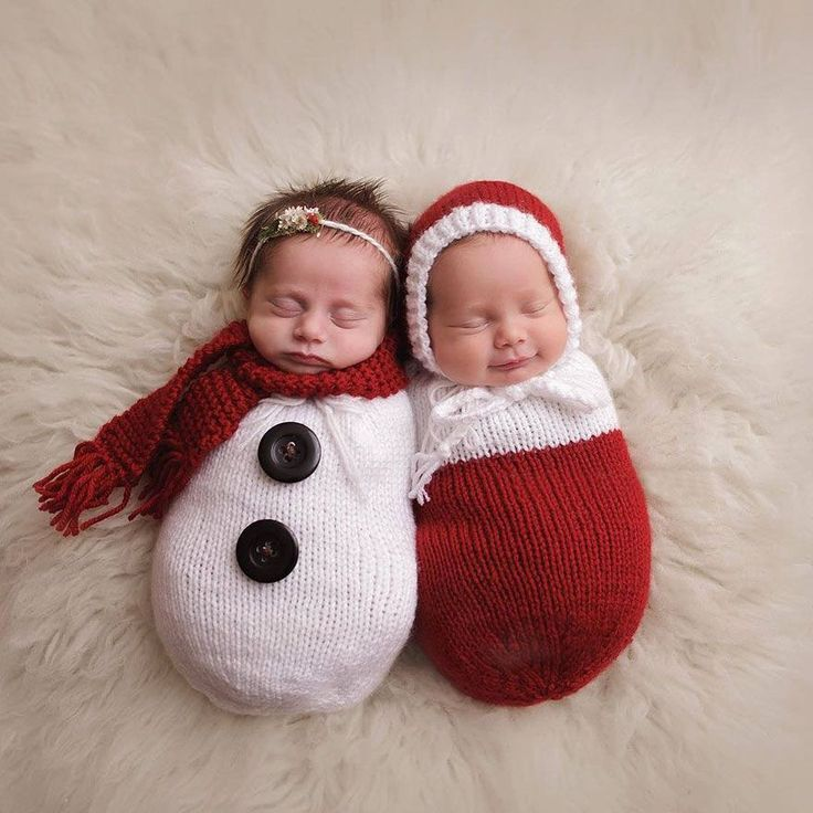 Cute Babies Celebrating Their First Ever Christmas - more at megacutie.co.uk