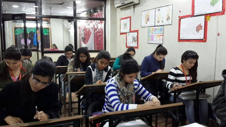 Students designing their InteriorDesigning projects at #Janakpuri branch #interiordesign https://www.facebook.com/iwpindiaonline/videos/448880071979005