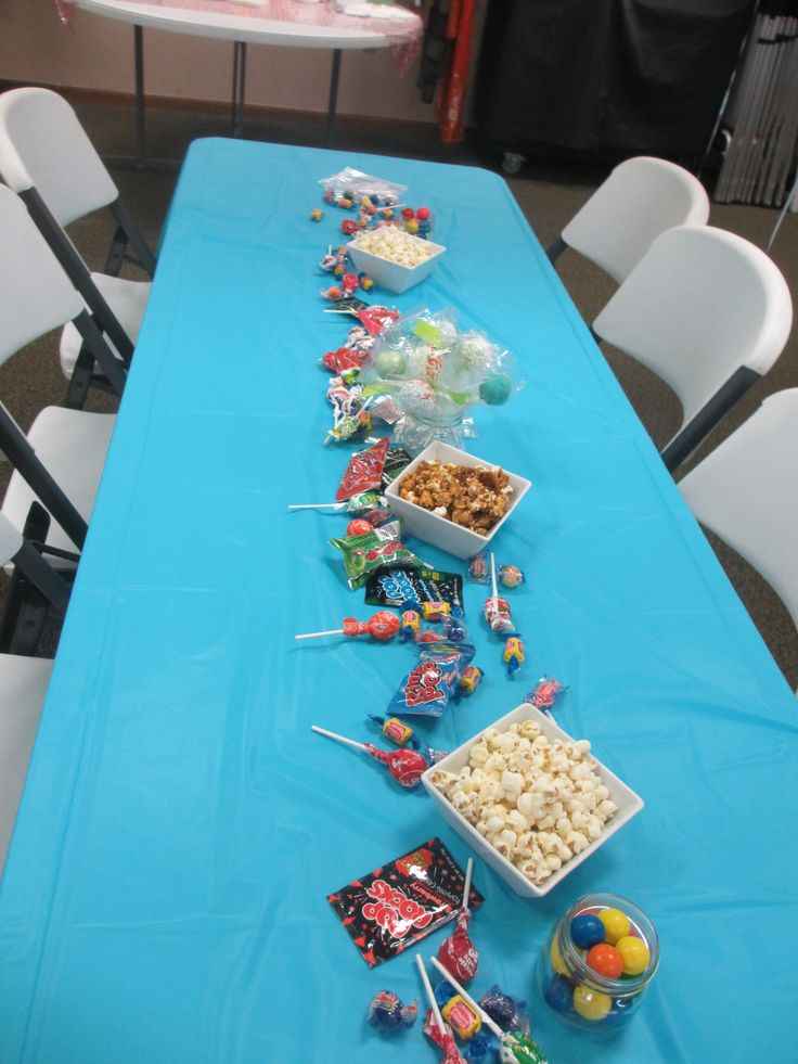 Ready to Pop Baby Shower Party: table decorations using popcorn, cake pop favors, and pop-related candy (bubble gum, pop rocks, ring pops, tootsie pops, blow pops). Put goodie bags and twisties on the table so guests can take home a bag of treats!
