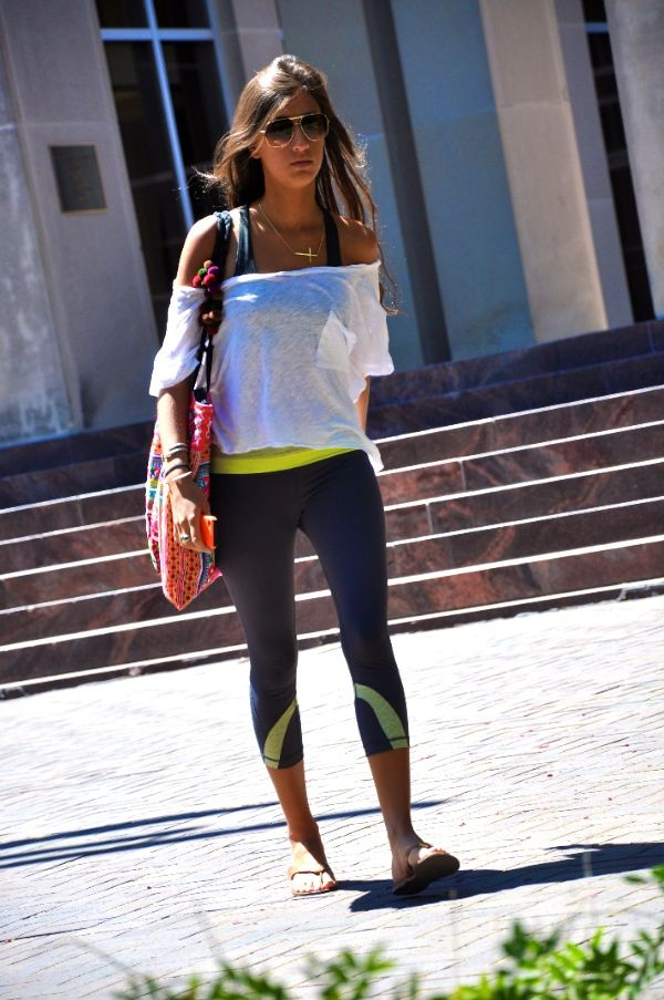 Cute workout outfit. Now that is a cute way to look going to the gym!! Love it!!