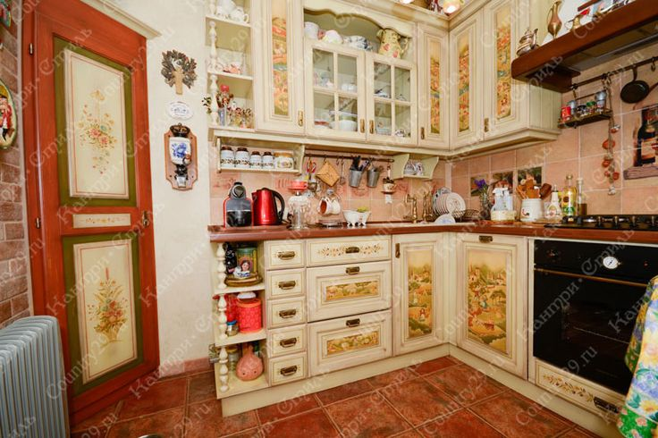 Kitchen in the style of Provence, country. The kitchen is made of wood with hand painted. Кухня в стиле прованс, кантри. Кухня из дерева с ручной росписью.