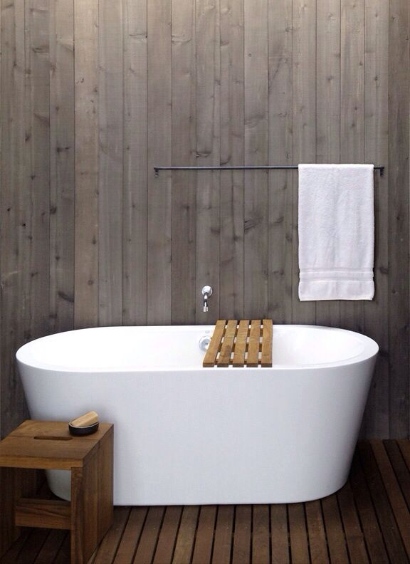 Like the colour if the wooden panelling behind the bath.