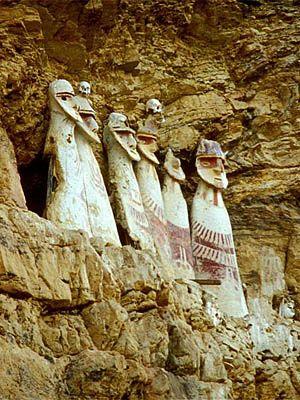 Sarcófagos de Karajía, en Chachapoya. Ciudades perdidas del Perú.
